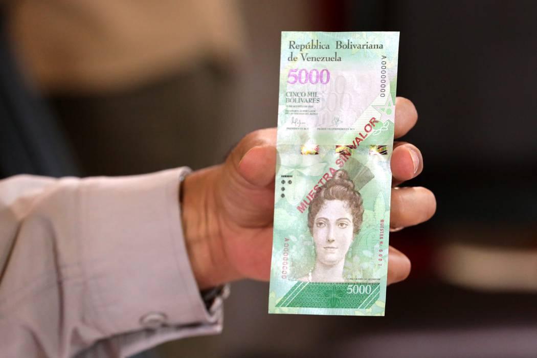 Hiperinflación y falta de billetes rondan a Venezuela