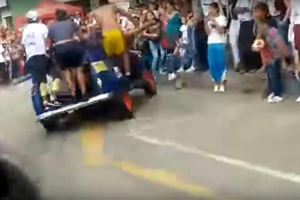 Cinco heridos dejó la carrera de 'carros apagados' durante las fiestas de Barbosa