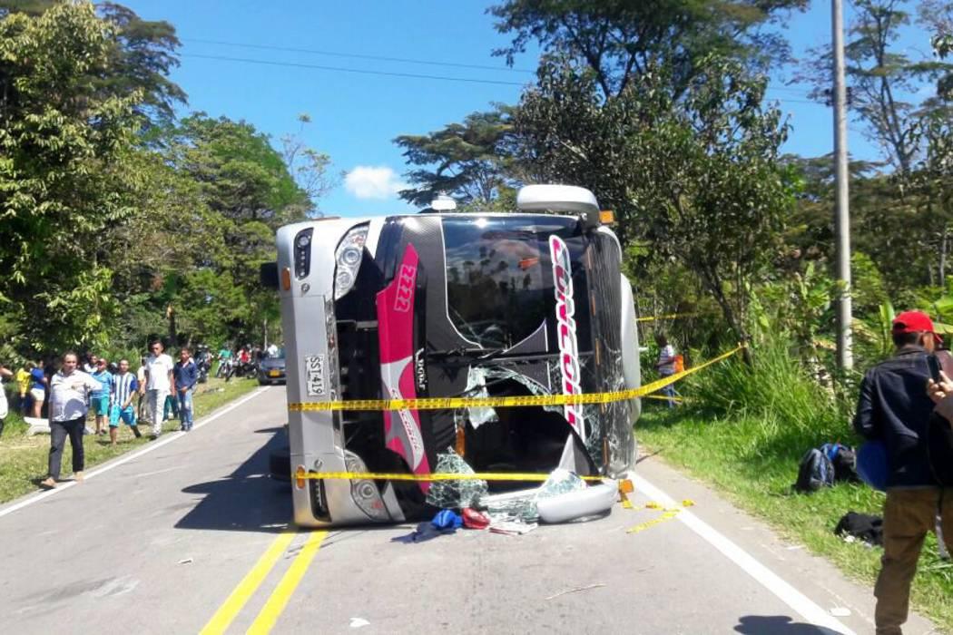 Un muerto y 12 heridos deja accidente de tránsito
