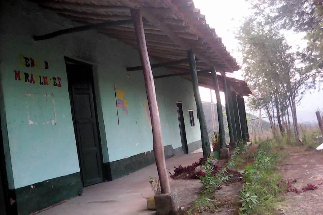 En promesas se quedaron arreglos de escuela en Mogotes, Santander