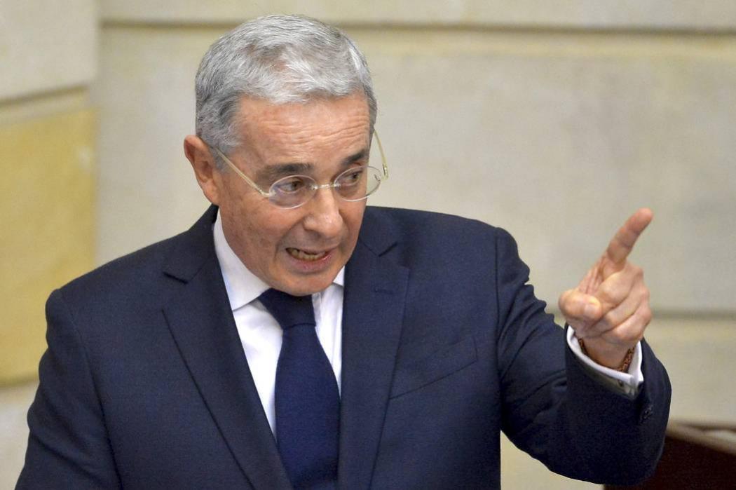 Nuevas acusaciones de Uribe a Santos