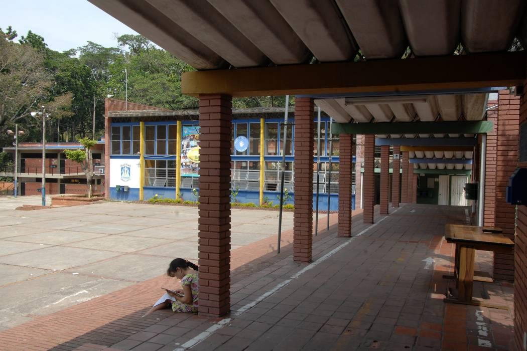 Minvivienda aún tiene posesión sobre cinco colegios de Floridablanca