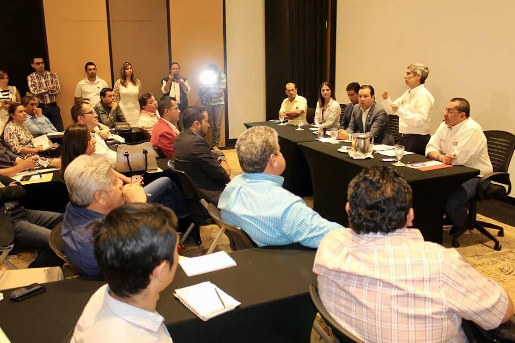 Siete alcaldes de provincia Guanentina socializaron proyectos para las víctimas