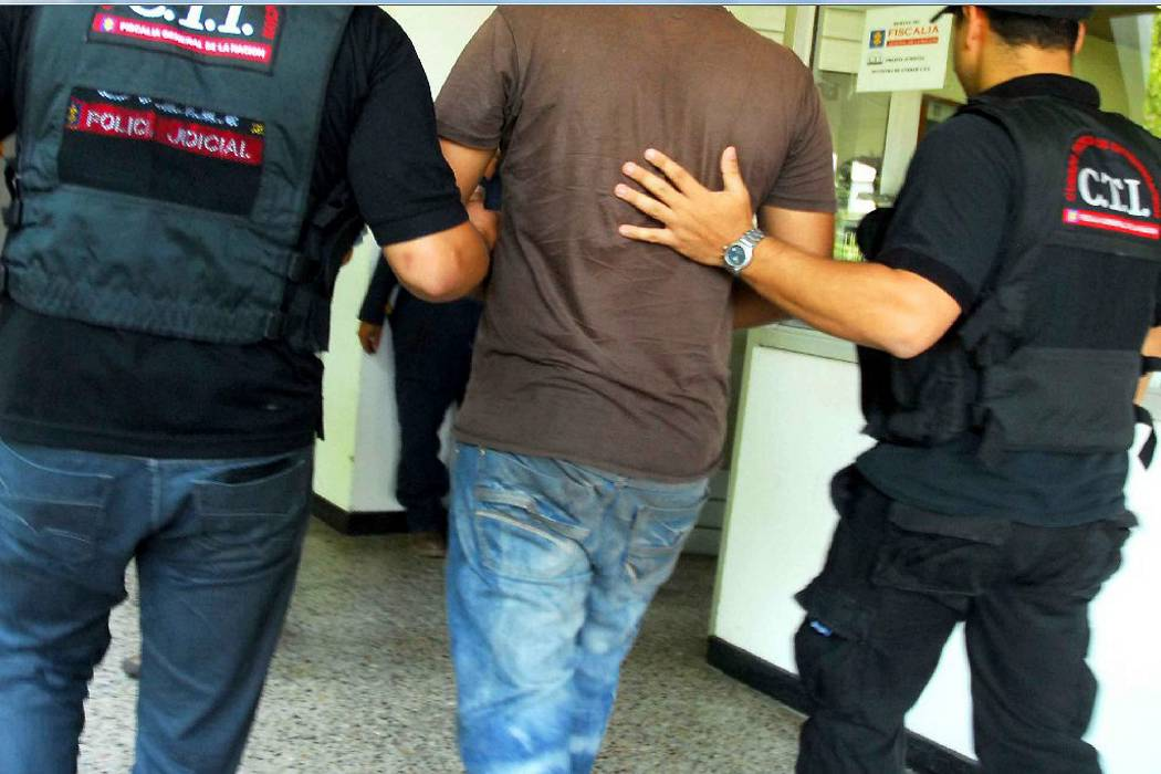 Capturan a profesor que habría violado a tres estudiantes en Santander