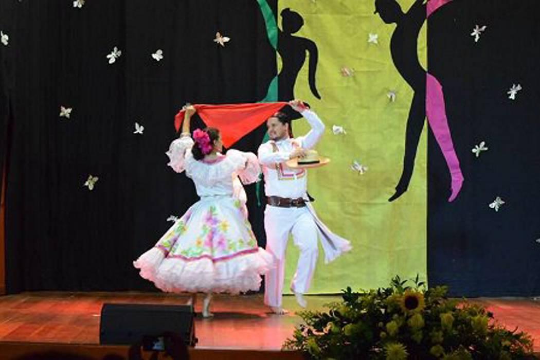 Parejas se alistan para el festival de danza en la UPB