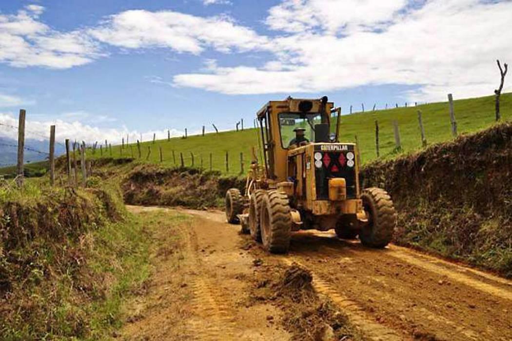 Comunidad debió aportar material para arreglo vial