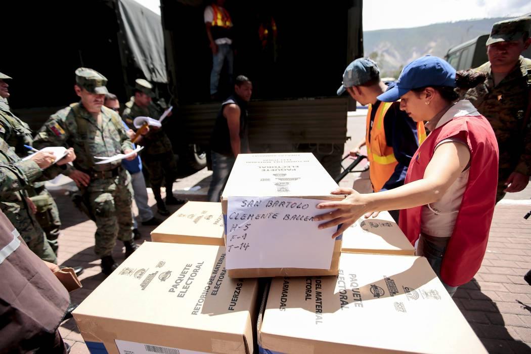 Ecuatorianos votan hoy por el sucesor de Correa