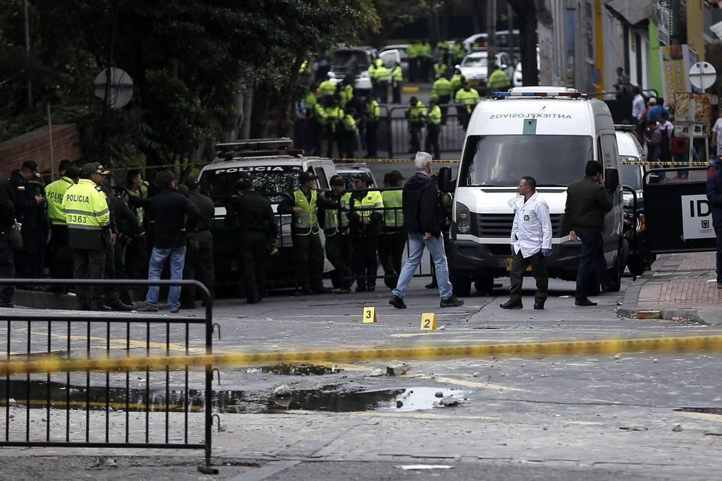 Seis policías, en estado grave tras atentado en Bogotá