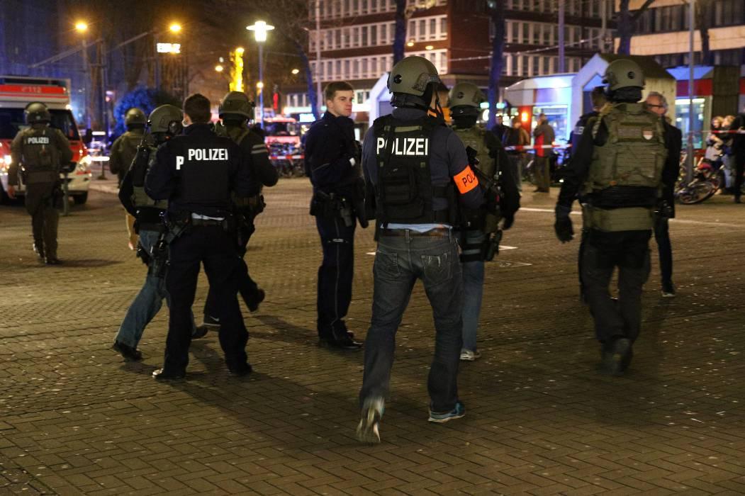 Al menos seis heridos en Düsseldorf, por  ataque de hombres armados con hachas