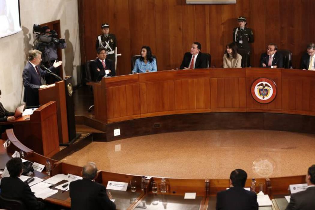 La Corte Constitucional  pone freno a facultades extraordinarias para la paz
