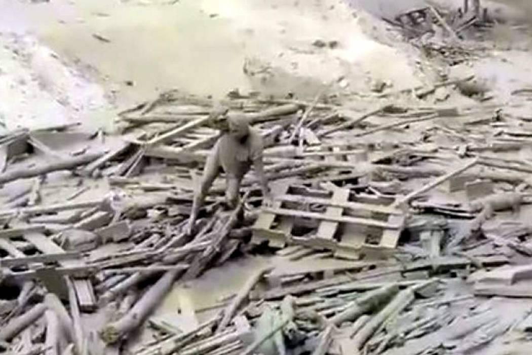 Mujer sobreviviente, símbolo del drama por lluvias en Perú