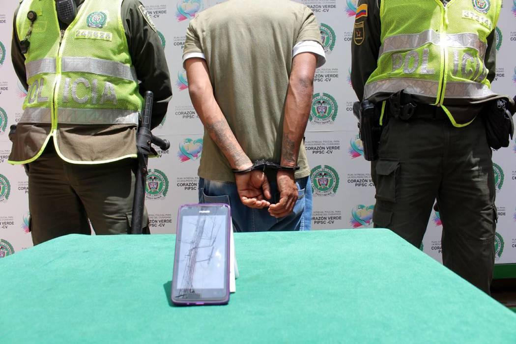 Detenido hombre cuando  huía con un celular hurtado en Bucaramanga