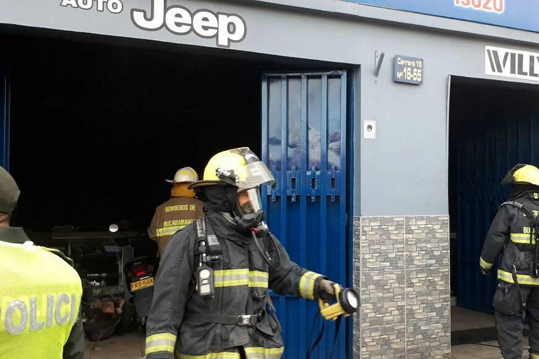 Controlan incendio que se registró en local comercial del centro de Bucaramanga