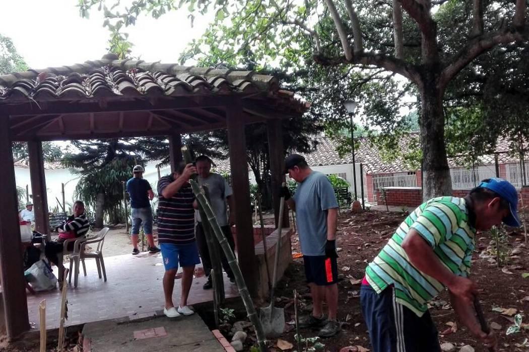 La comunidad se movilizó para recuperar un parque