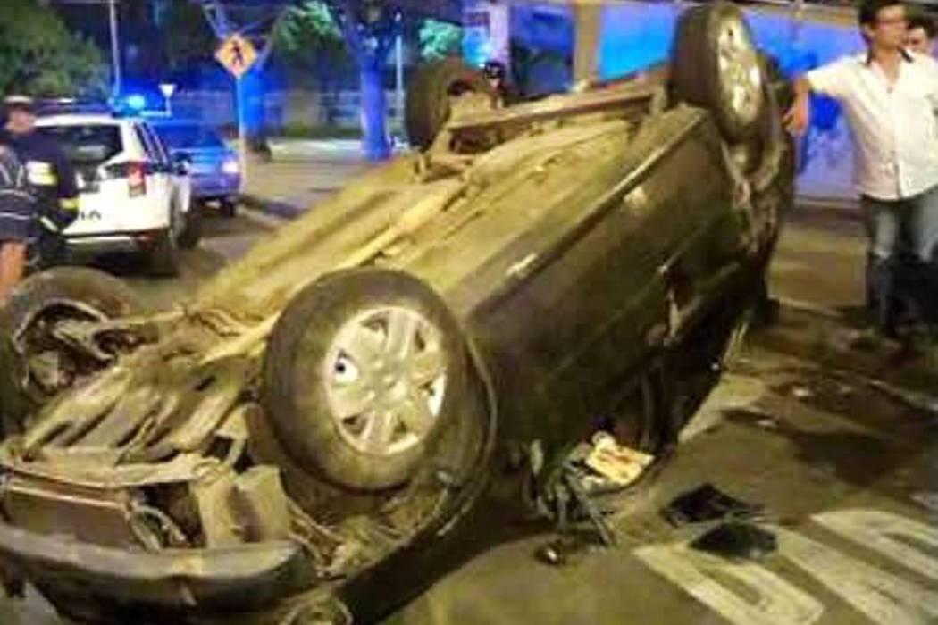 Automóvil se volcó en la paralela El Bosque de Floridablanca