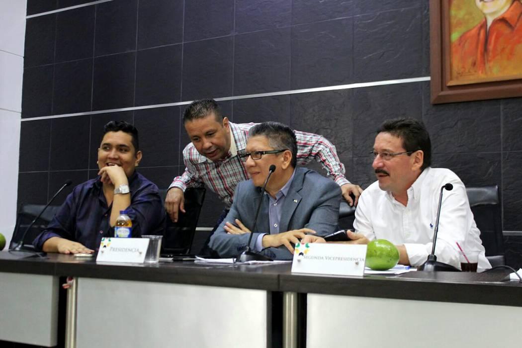 Diputados disgustados con directores de corporaciones ambientales de Santander