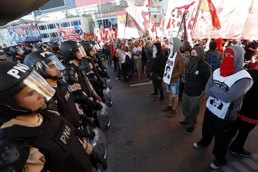 Argentina se paraliza en primera huelga general contra Macri
