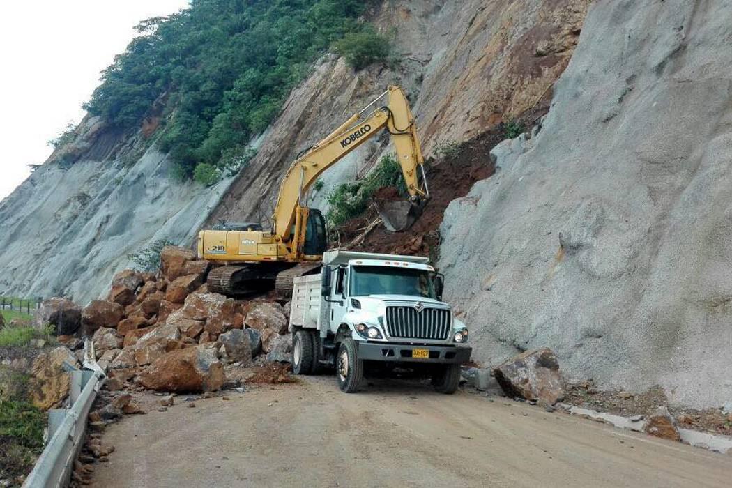 Deslizamientos no dan tregua en vía San Vicente - Lisboa, en Santander