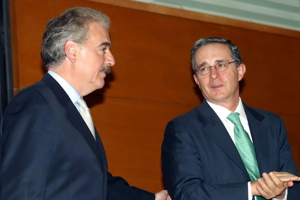 EEUU confirma que presidente Trump, Pastrana y Uribe se 'estrecharon las manos'