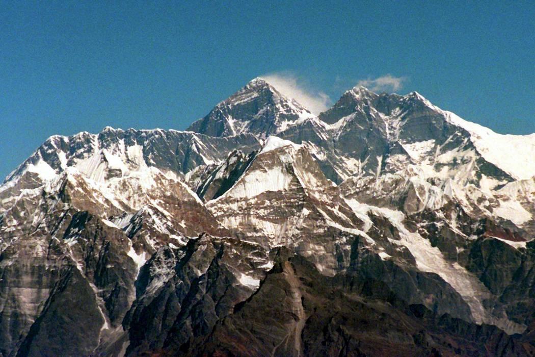Tres alpinistas murieron en el Everest y uno está desaparecido