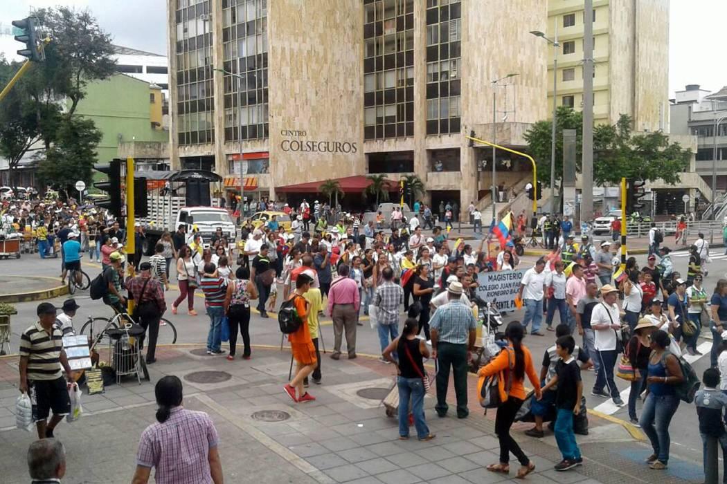 Maestros realizaron nuevas marchas en Bucaramanga este lunes