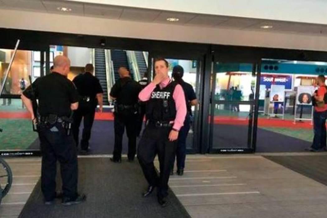 Por ataque a policía, cierran aeropuerto en EE.UU.