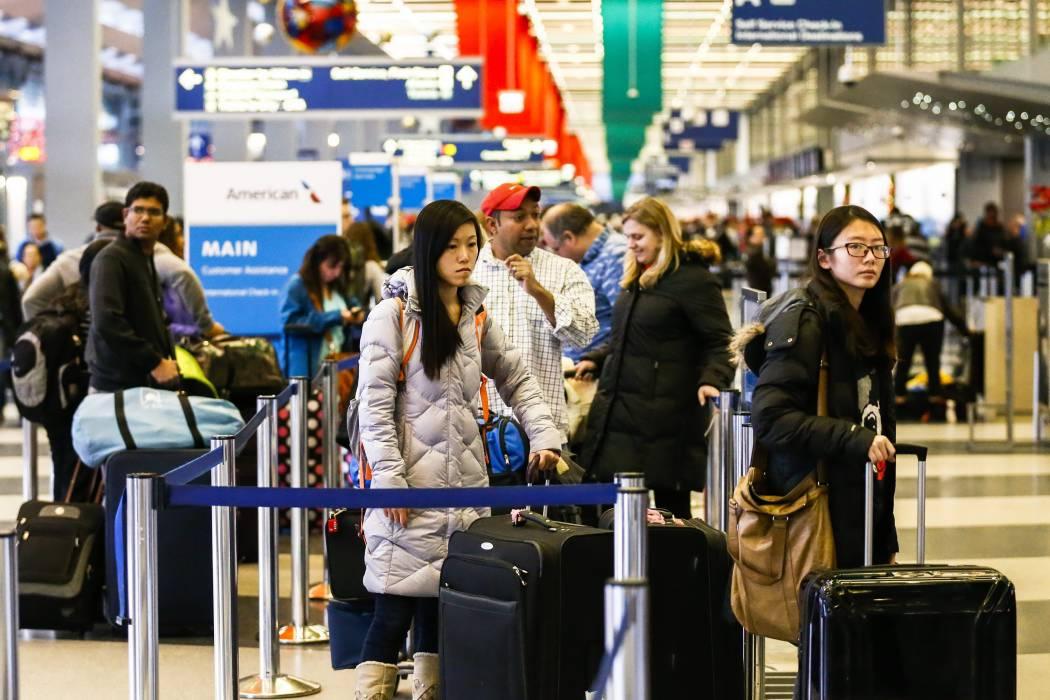 EEUU quita limitante de cruzar con PC a viajeros de Emiratos