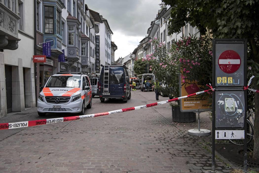 Cinco heridos tras ataque de un hombre con una motosierra en Suiza