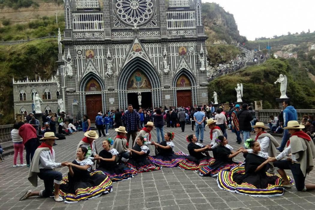 Grupo de danzas de Oiba se lució en Ecuador