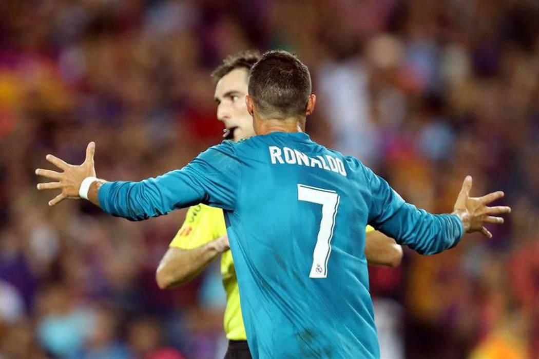 Ronaldo fue sancionado con cinco fechas por empujar al árbitro