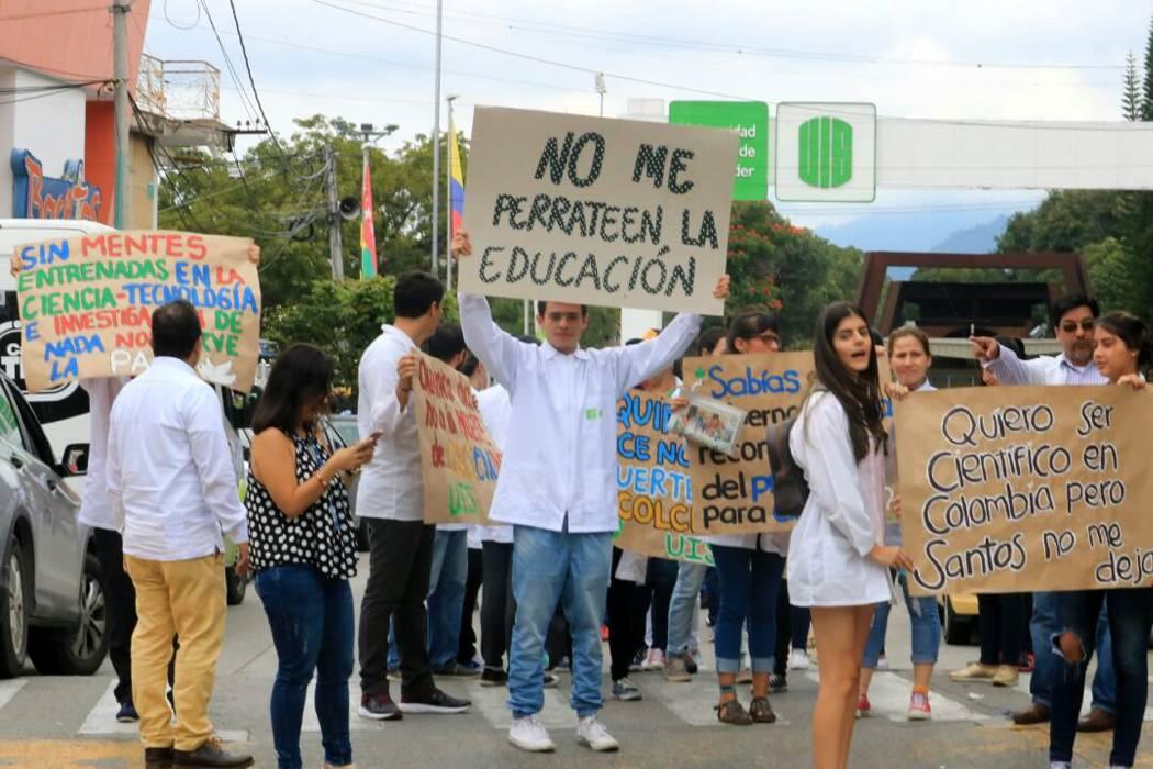 Estudiantes y docente de la UIS marcharon contra recorte a ciencia en Bucaramanga