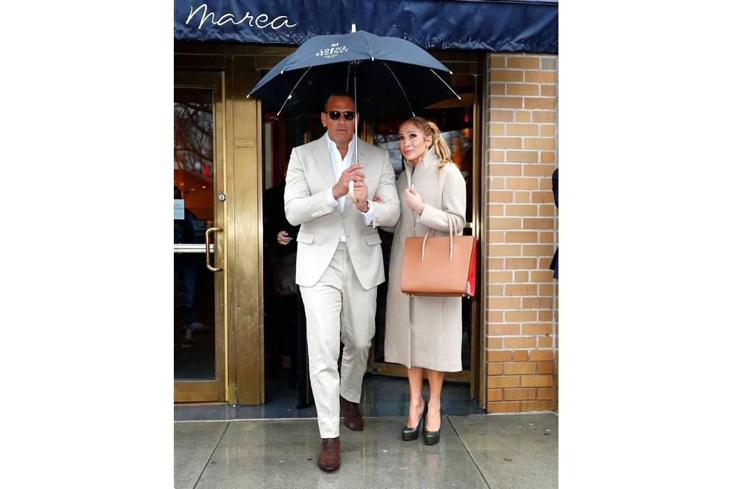 Jennifer López y su novio ayudarán a víctimas del  huracán Harvey