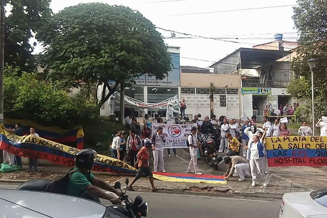 Protesta de empleados del Hospital San Juan de Dios frente a Emdisalud