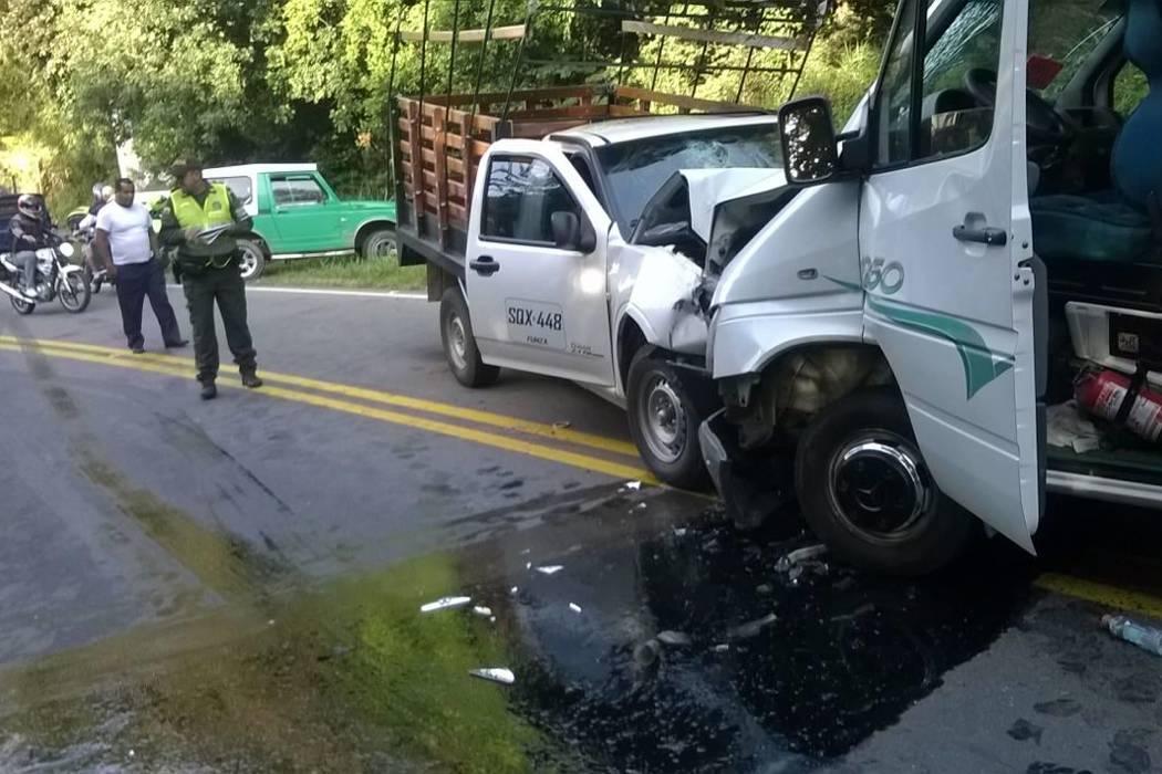 Accidente de tránsito deja seis personas heridas