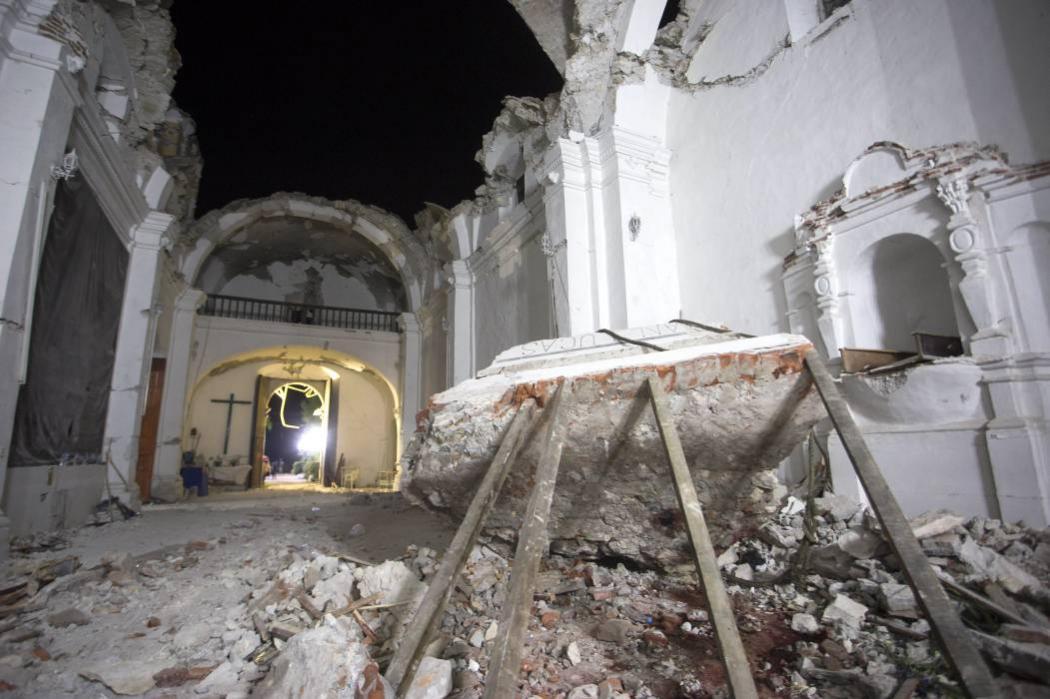 Familia murió tras desplome de una iglesia durante un bautizo en Puebla