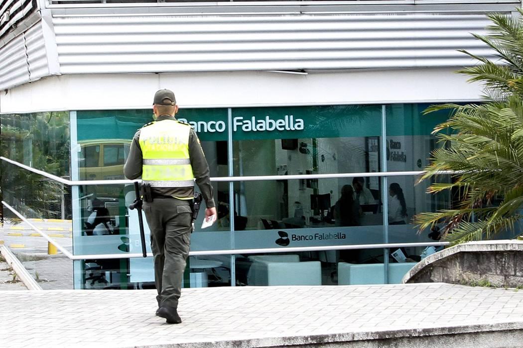 Cuatro hombres hurtaron $14 millones de un banco en Bucaramanga