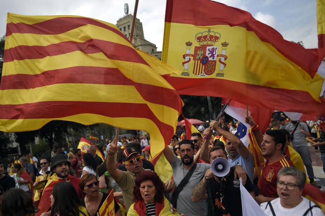 Miles de personas piden en Barcelona la unidad de España en Día de Hispanidad