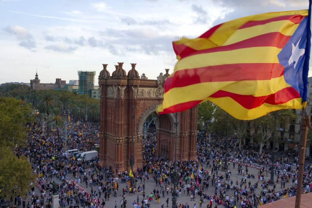 Gobierno español anuncia salida de presidente de Cataluña