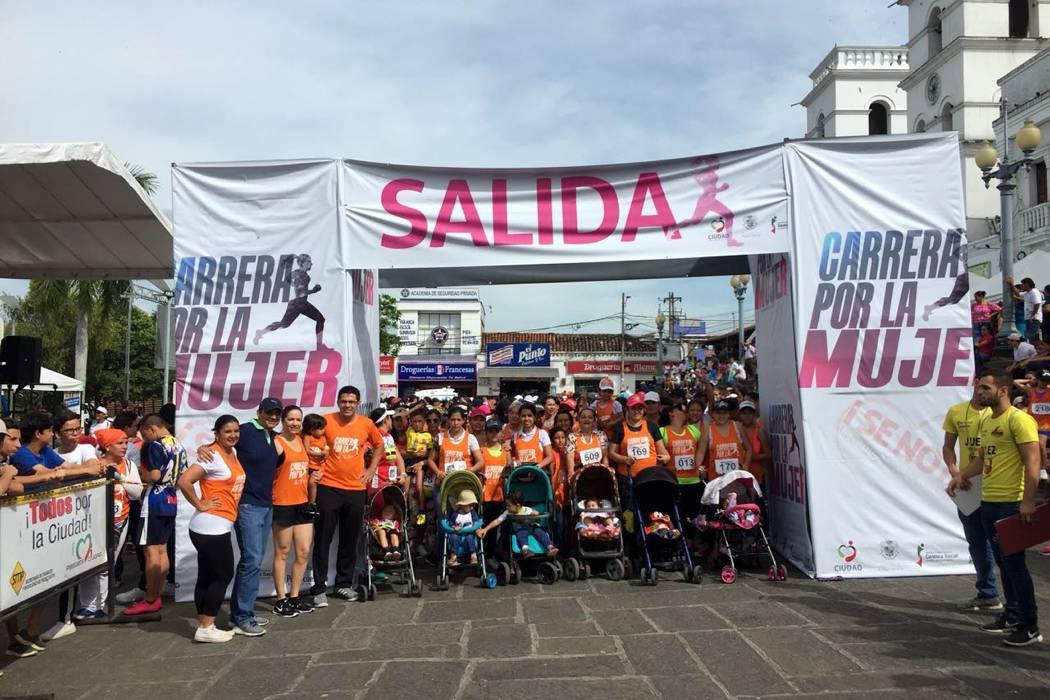 Con masiva participación, se realizó la carrera de la mujer en Piedecuesta