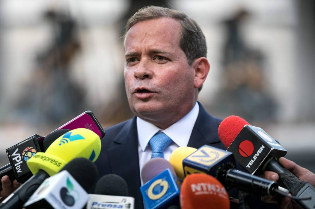 Se fragmenta la MUD tras la juramentación de 4 gobernadores opositores