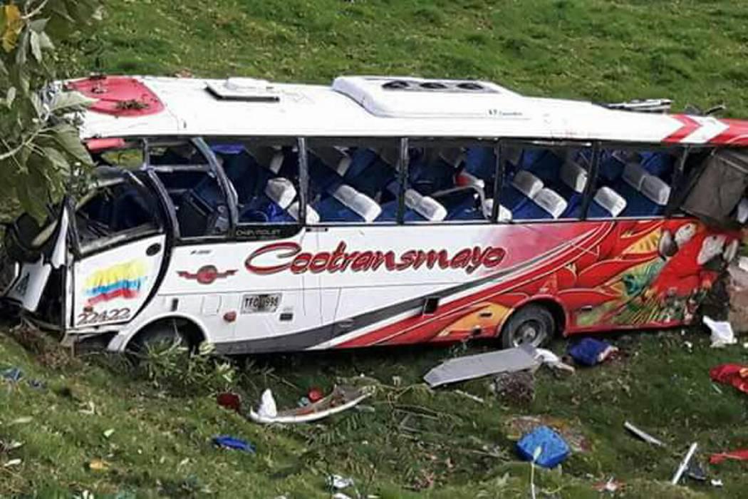 Cuatro muertos y 21 heridos tras accidente de un bus en Popayán