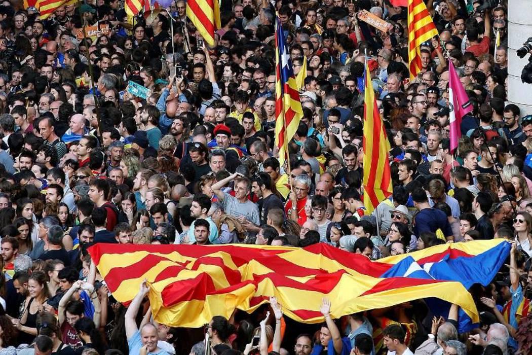 Destituyen al Gobierno de Cataluña y convocan a elecciones regionales