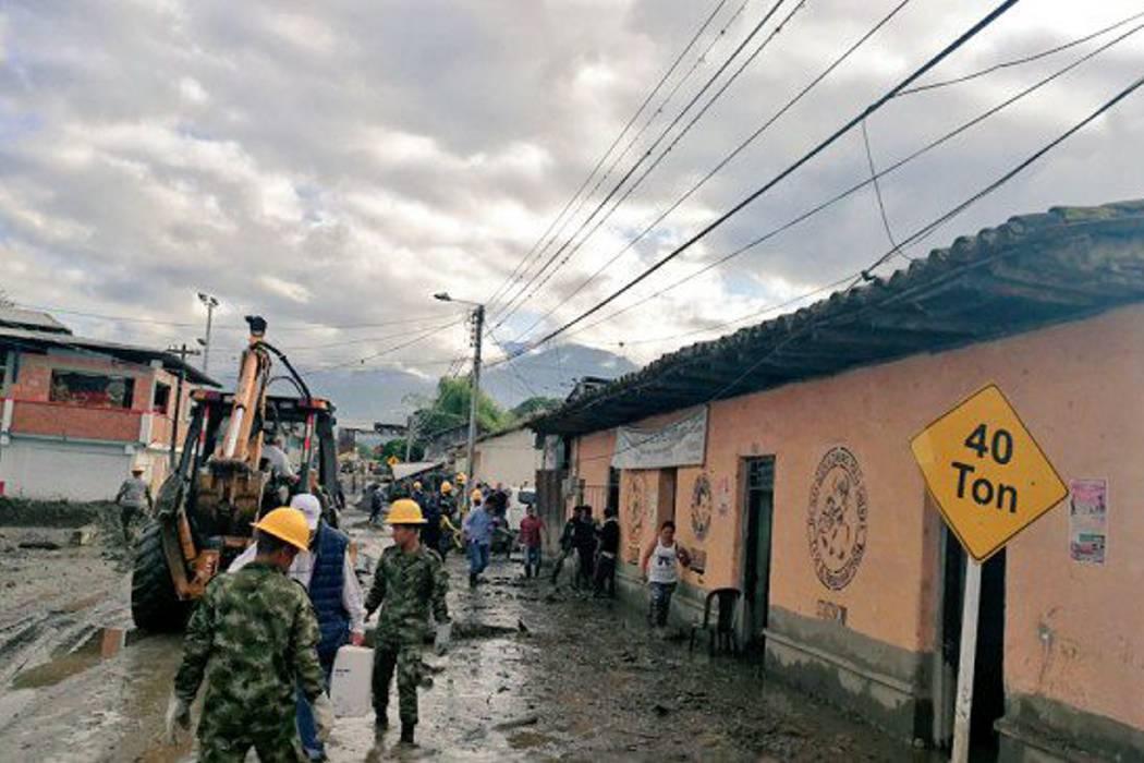 Confirman once muertos tras avalancha en Corinto