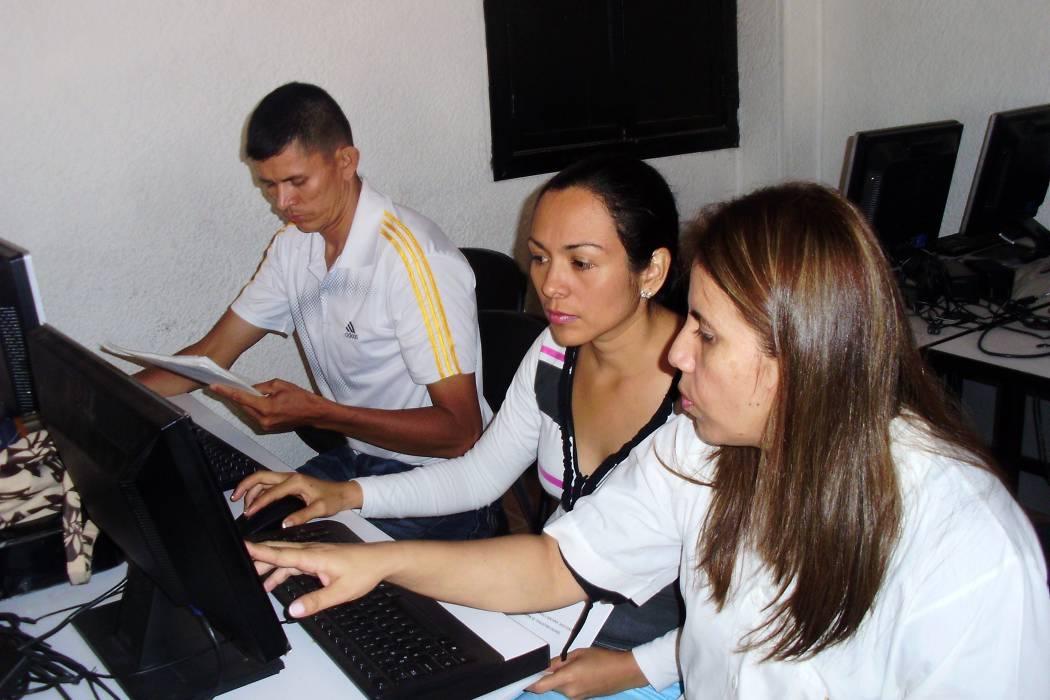 Taller sobre Economía Digital para los comerciantes del municipio