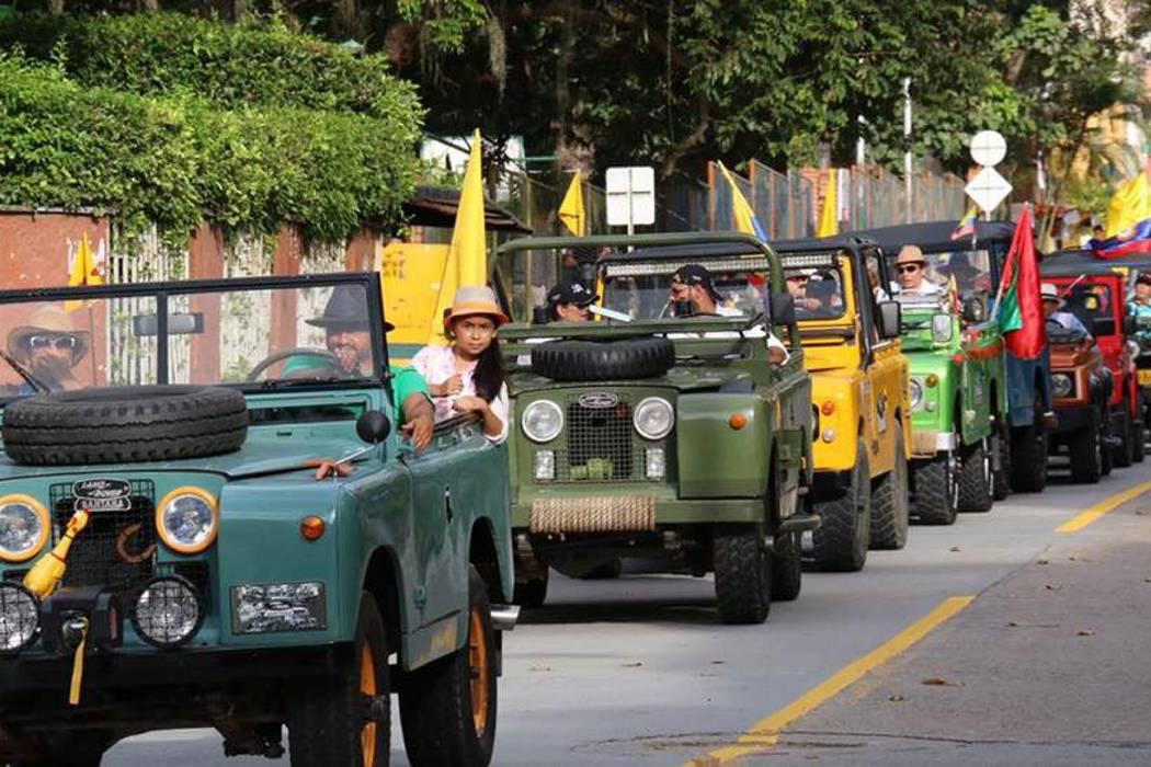 Hoy, la Familia Willys de Colombia desfila por las vías de Floridablanca