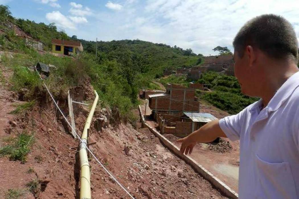 Un alud de tierra preocupa a la comunidad de Edimar