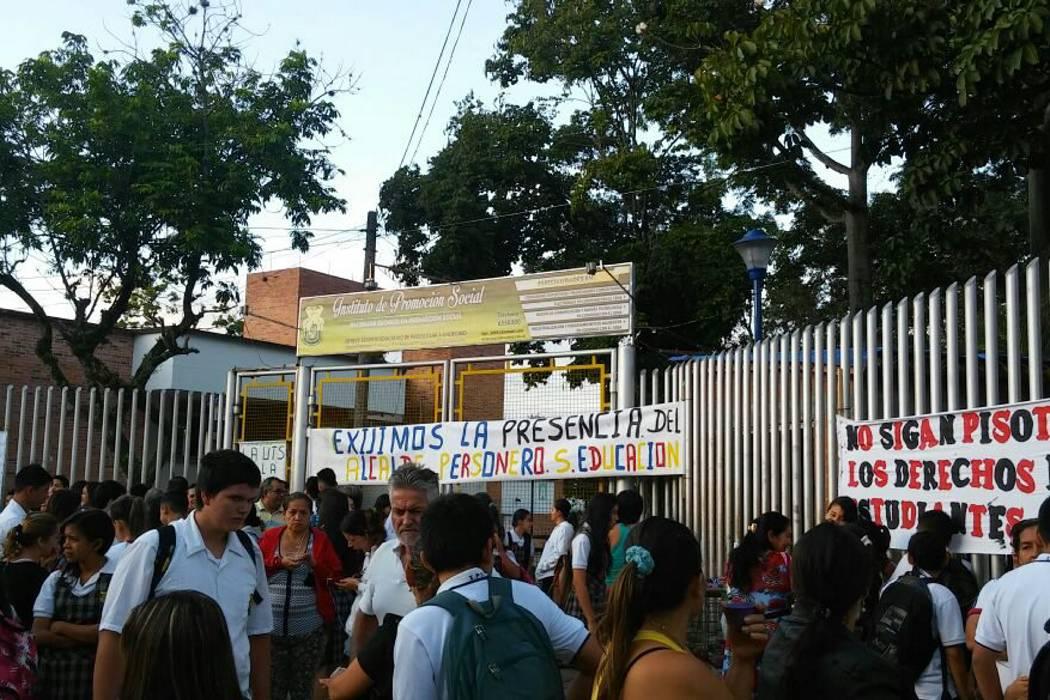 Comunidad estudiantil de Piedecuesta realizó plantón por construcción de aulas