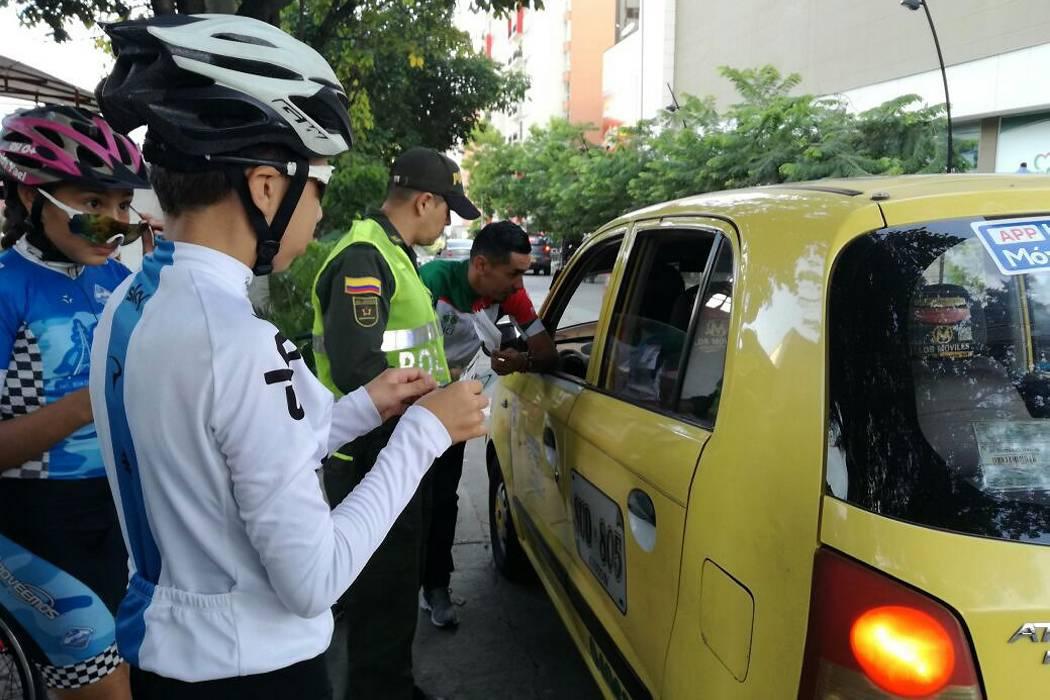 Ciclistas promueven campaña de respeto