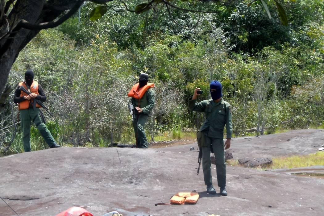 La guardia venezolana se habría llevado a tres campesinos de Arauca