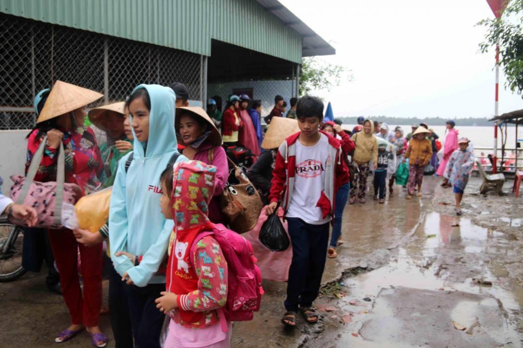 Evacúan 650 mil personas en Vietman ante paso de tormenta Tembin
